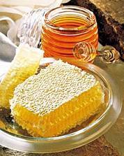 Мед и другие продукты жизнедеятельности пчел - это величайший подарок природы человеку