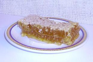 Сотовый мёд - это и лекарство и лакомство